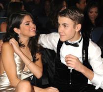 Primo piano di Justin Bieber e Selena Gomez