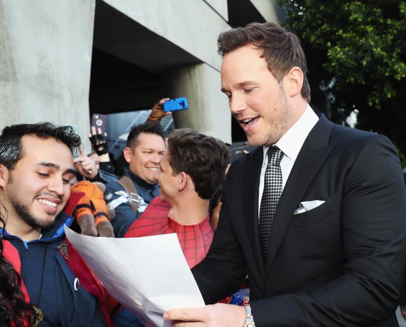 Chris Pratt firma autografi ai fan Marvel