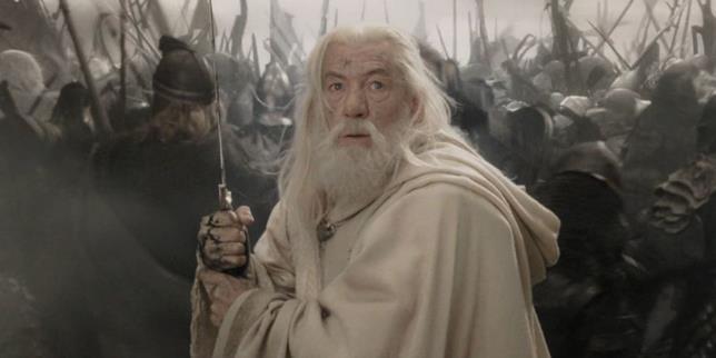Ian McKellen è Gandalf in una scena de Il Signore degli Anelli