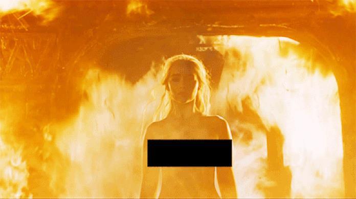 Daenerys Targaryen avvolta tra le fiamme