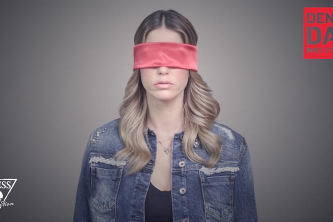 """La partecipazione di Elena Santarelli nel video """"Apri gli Occhi"""""""