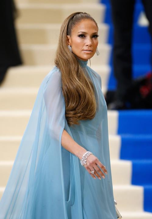 Jennifer Lopez in azzurro al MET Gala 2017