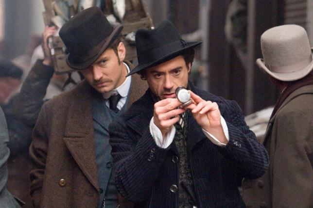 Sherlock Holmes in una scena del film