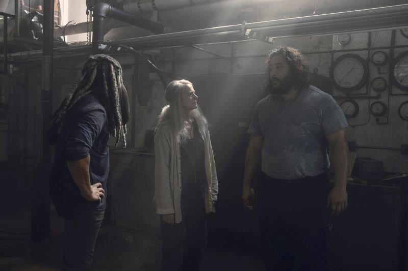 Carol fra Ezekiel e Jerry in una scena dai nuovi episodi di The Walking Dead