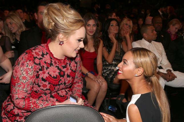 Primo piano di Beyoncé e Adele