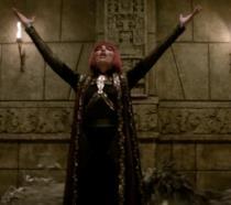 Il personaggio di Izel canta