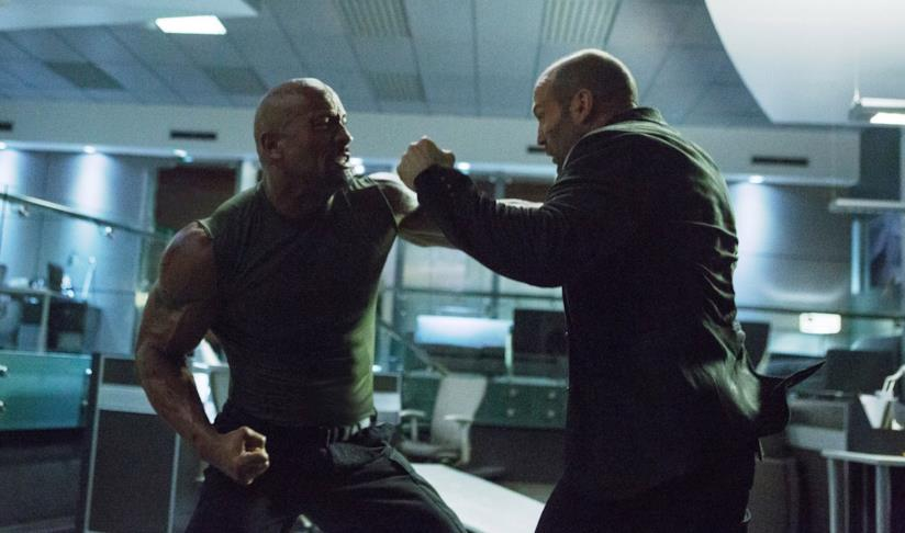 Dwayne Johnson e Jason Statham in una scena di Fast 7