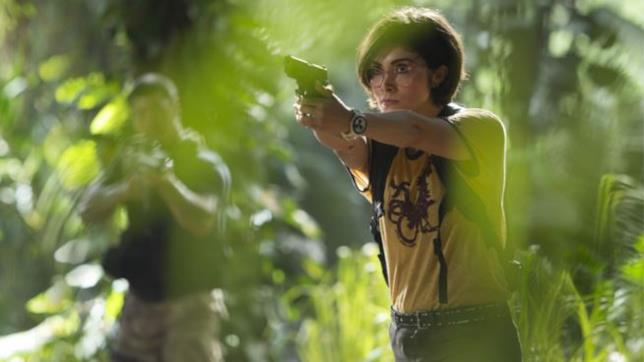 Daniella Pineda è Zia Rodriguez in una sequenza del film
