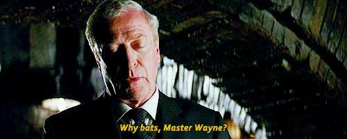 Una GIF di Alfred in Batman Begins