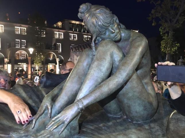 Primo piano della statua dedicata a Brigitte Bardot a Saint-Tropez
