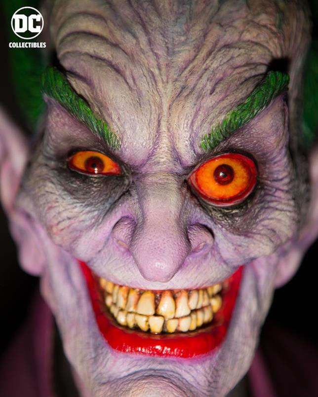 Un primo piano del busto di Joker creato e disegnato da Rick Baker