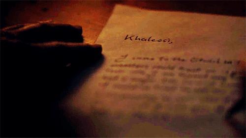 Jorah scrive una lettera a Khaleesi