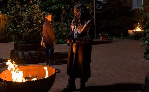 Carol è ospite del regno di King Ezekiel: nascerà un amore?