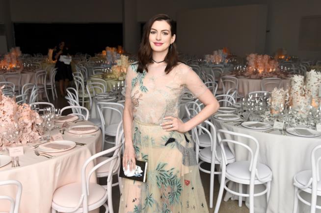Anne Hathaway a un evento di gala