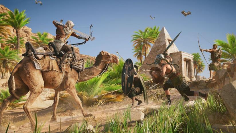 Il protagonista di Assassin's Creed Origins combatte sul dorso di un cammello