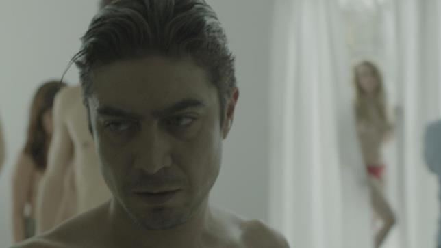 L'attore durante la scena del film