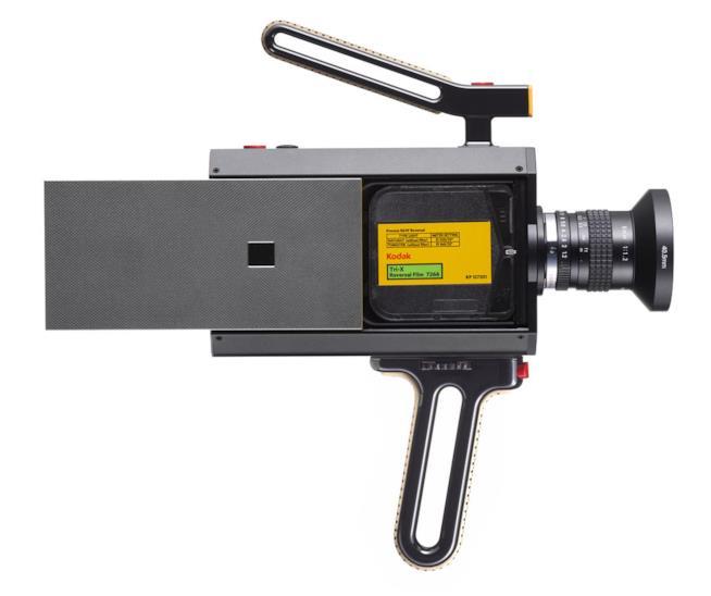 Dettagli sulla cartuccia da 8mm inserita nella Kodak Super  8