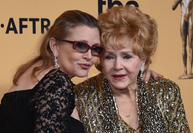 Carrie Fisher e Debbie Reynolds in una foto insieme
