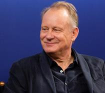 Un primo piano di Stellan Skarsgård alla prima di Borg McEnroe