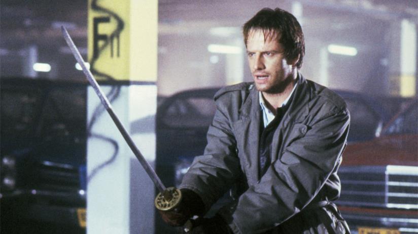 Christopher Lambert in Highlander, con la spada in mano