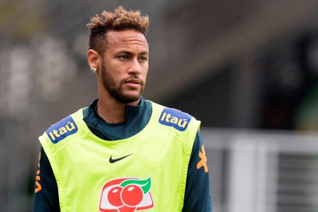 Neymar sul campo da calcio