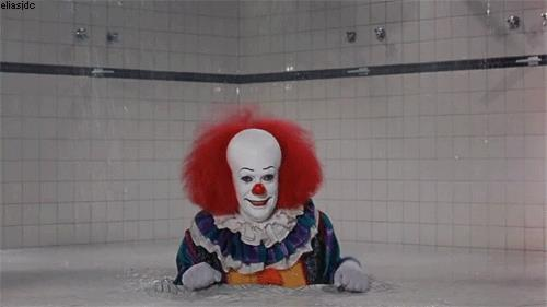 Pennywise nelle docce