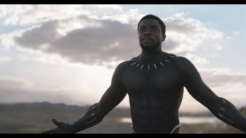 Chadwick Boseman in una sequenza di Black Panther
