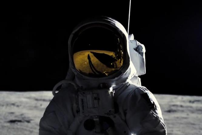 Neil Armstrong sulla superficie lunare