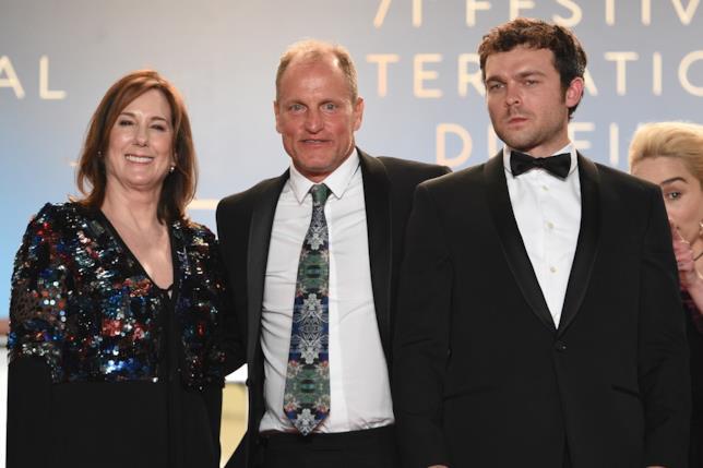 Kathleen Kennedy con Woody Harrelson e Alden Ehrenreich