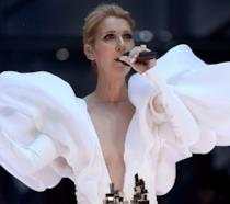 Céline Dion durante la performance di My Heart Will Go On ai Billboard Music Awards 2017