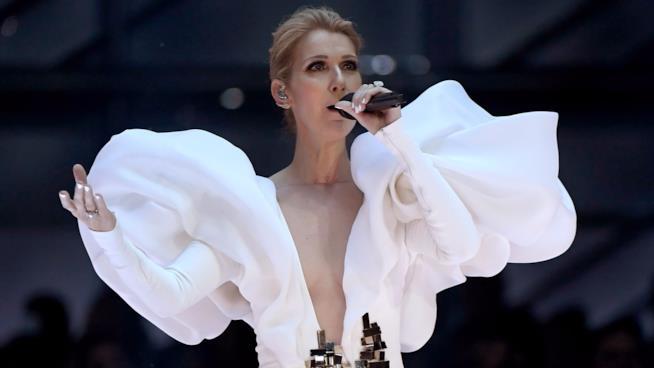 Céline Dion durante la performance di My Heart Will Go On ai Billboard Music Awards 2017