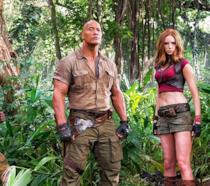 Dwayne Johnson, Jack Black, Kevin Hart e Karen Gillan in posa nella giungla per Jumanji