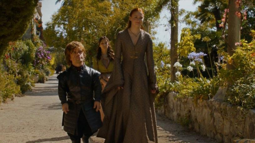 Una passeggiata tra i giardini di Approdo del Re per i protagonisti di Game of Thrones