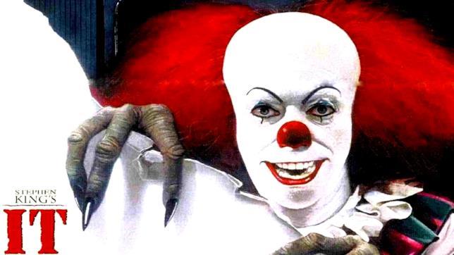 Il clown Pennywise è interpretato da Tim Curry