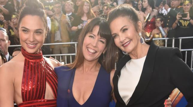 Gal Gadot, Patty Jenkins e Linda Carter insieme sul red carpet