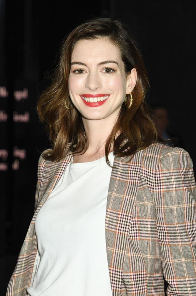 Anne Hathaway in primo piano