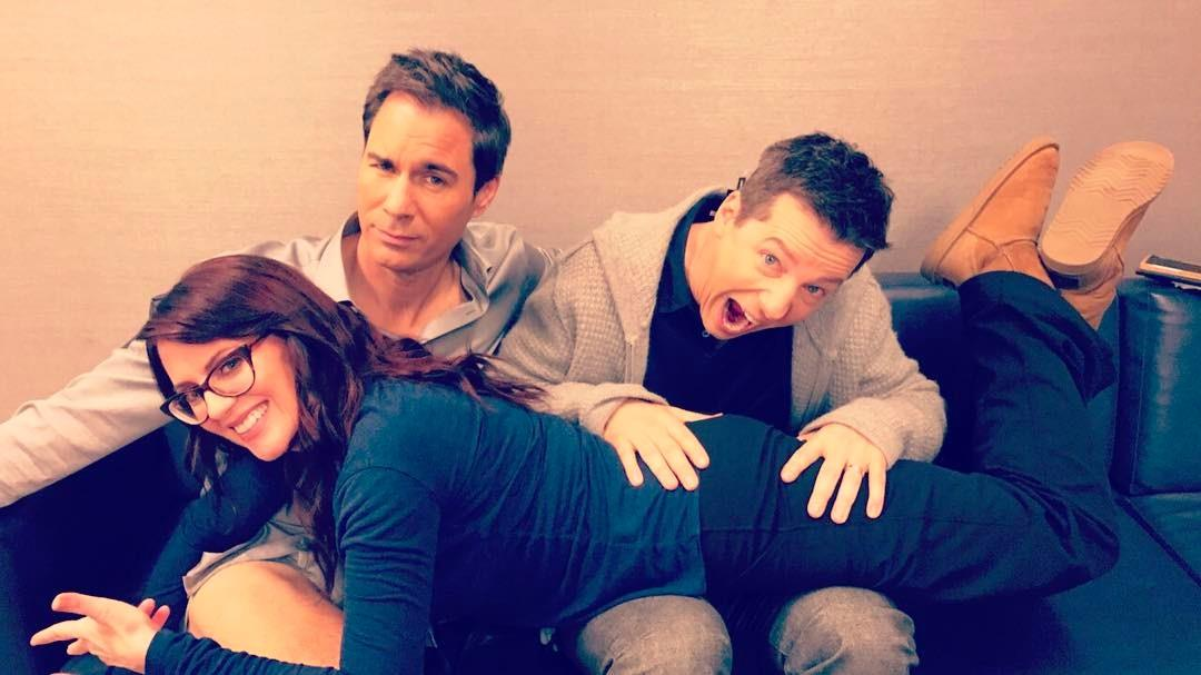 Sean Hayes, Megan Mullally ed Eric McCormack scherzano durante un photoshoot