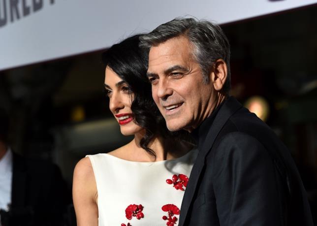 Primo piano di Amal e George Clooney