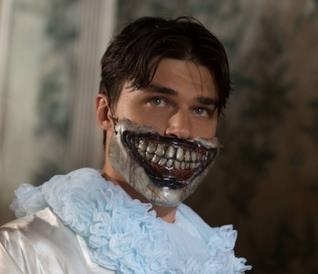 L'attore Finn Wittrock in Freak Show