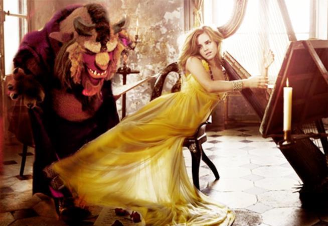 Una scena del teaser trailer de La Bella e La Bestia, con Emma Watson che suona l'arpa