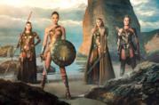 Gal Gadot e le Amazzoni in un'immagine promozionale di Wonder Woman