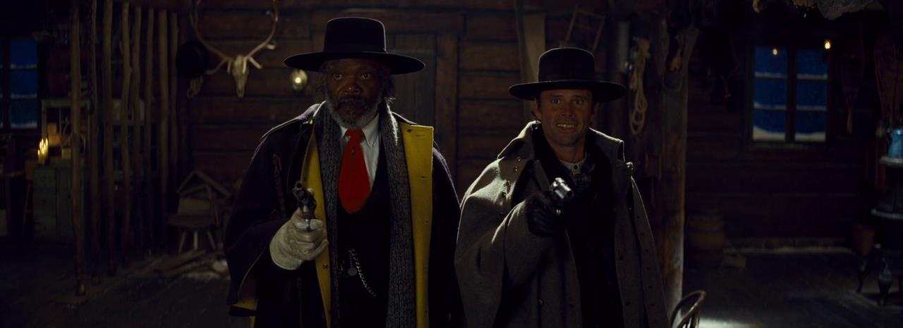 Samuel L. Jackson e Walton Goggins in una scena