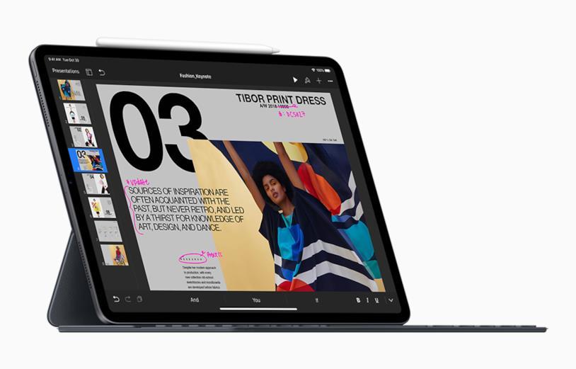 Immagine stampa che mostra la nuova Smart Keyboard Folio di Apple