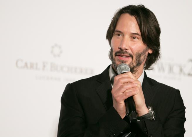 Keanu Reeves intervistato durante una premiere di John Wick 2 in Giappone