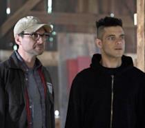 In primo piano Rami Malek e Christian Slater in Mr. Robot