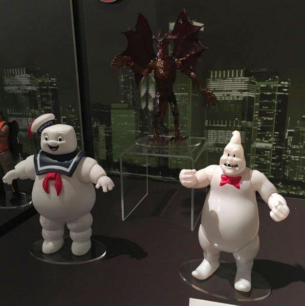 Giocattoli dei Ghostbusters: l'Uomo Marshmallow insieme a Rowan