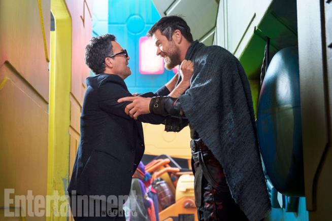 Mark Ruffalo e Chris Hemsworth in Thor: Ragnarok
