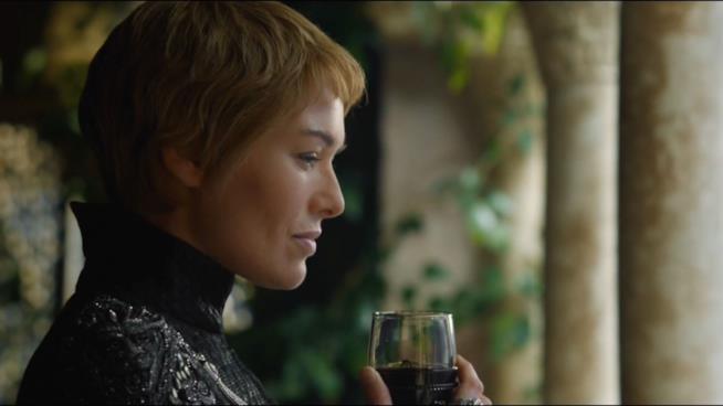 Cersei Lannister con uno dei suoi amori: il vino