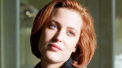 Dana Scully sorride