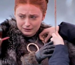 Sophie Turner è Sansa Stark, incoronata Queen in the North nel finale di Game of Thrones